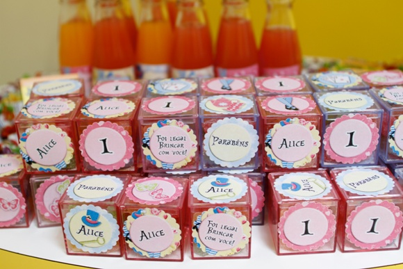 Alice in Wonderland Tea Party Ideas - BirdsParty.com