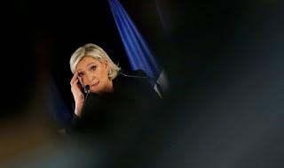 Κερδίζει έδαφος η Λεπέν μετά την αιματηρή επίθεση στο Παρίσι