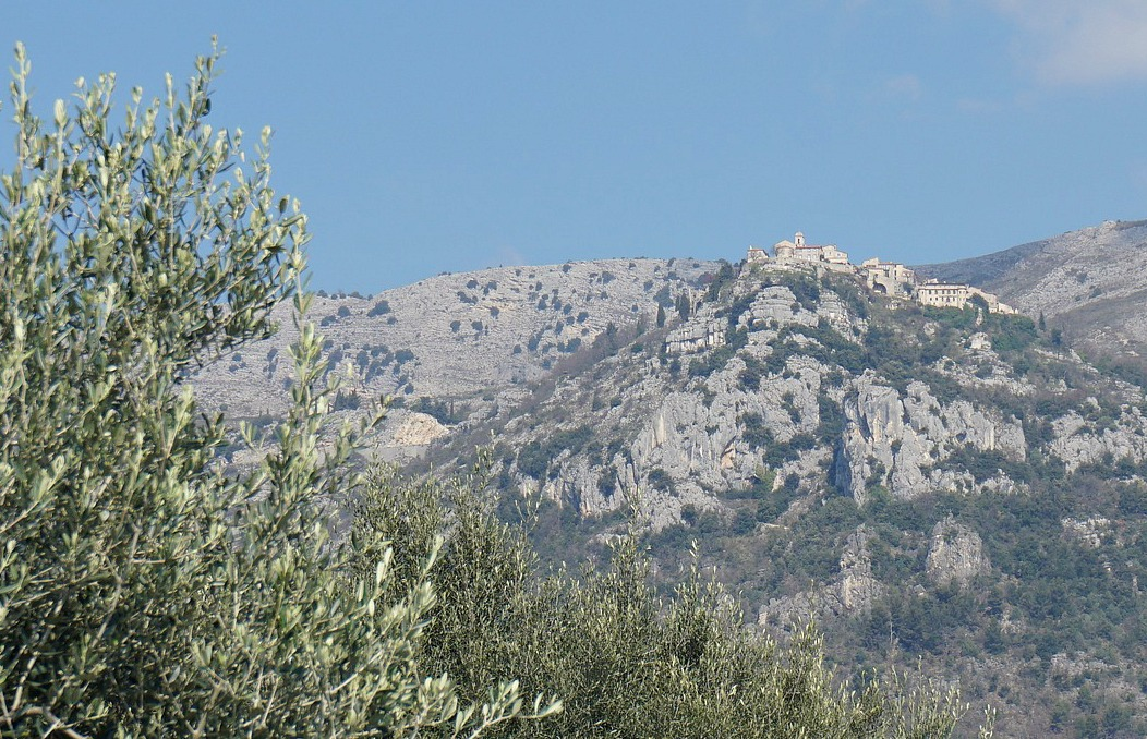Gourdon seen from Bar sur Loup