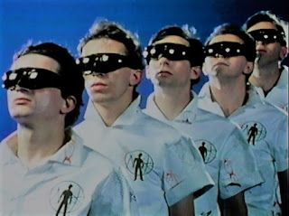 Fotograma del cortometraje: The Truth About De-Evolution (DEVO)