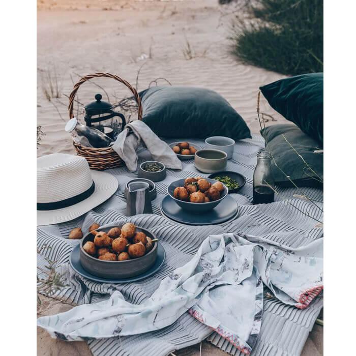 Esempio di picnic da organizzare sulla spiaggia d'estate