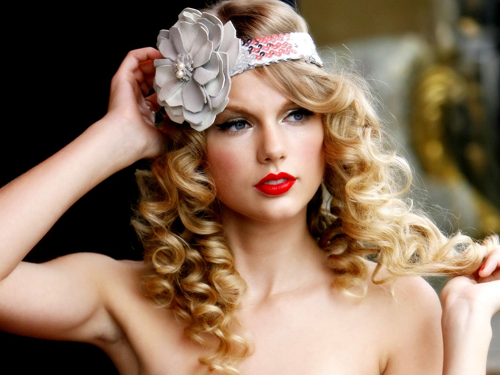 http://4.bp.blogspot.com/-BZAKJVE2V_Q/TsoTgatRLnI/AAAAAAAAAoY/XxcI3XJfn3k/s1600/The-best-top-desktop-taylor-swift-wallpapers-taylor-swift-wallpaper-taylor-swift-background-hd-6.jpg