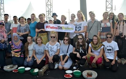 Puluhan Pelajar Jerman Meriahkan Festival Siti Nurbaya 2016