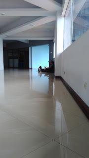 ruang santai lantai 8 stikom surabaya