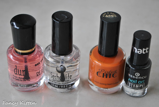 Chic - Rise & Shine 459, essence black stamping polish, Pueen 09