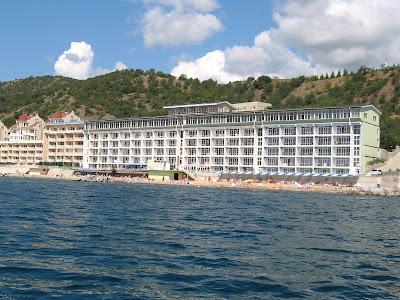"""6-этажный корпус отеля-пансионата """"Морской"""" в 1-й линии от моря"""