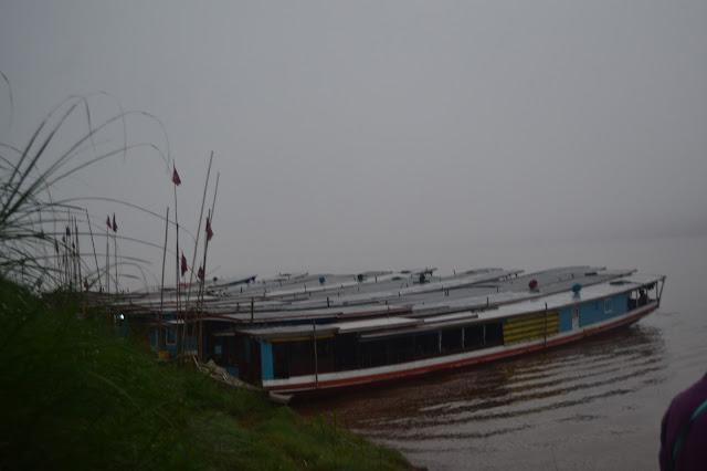 Kapal ditepi dermaga sungai Mekong, Luang Prabang