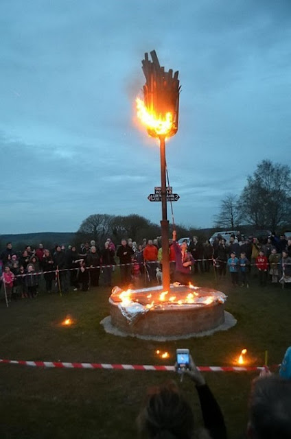 Omg! Woman's Hair Catches Fire While Lighting a Beacon to Celebrate the Queen of England