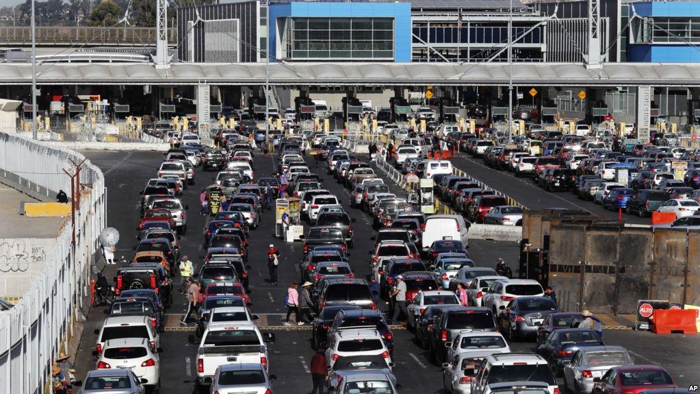 Migrantes centroamericanos pasan por México rumbo a EEUU / AP