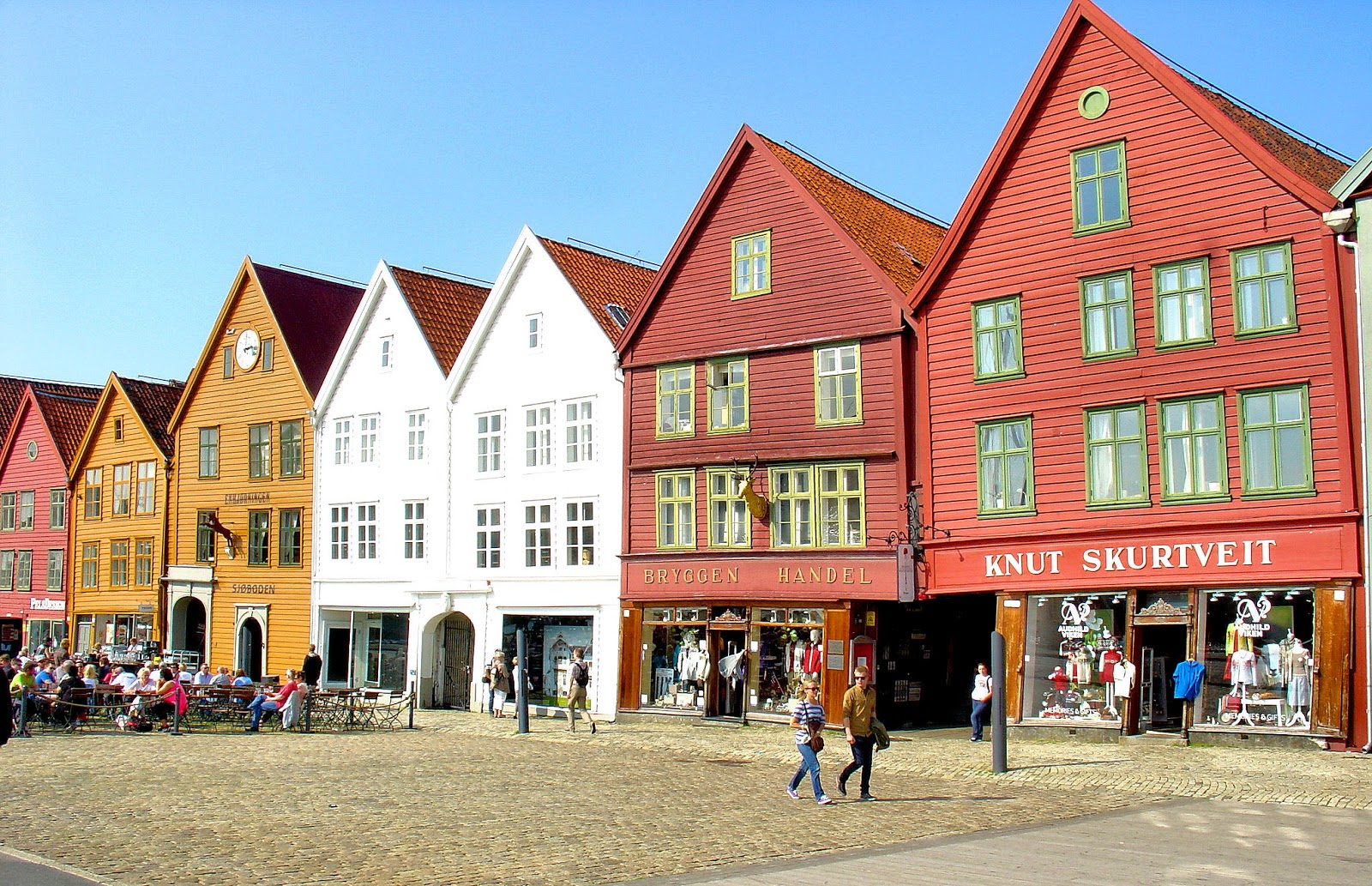 The colorful Hansa houses in Bryggen, Norway. Photo is the property of EuroTravelogue™. Unauthorized use is prohibited.