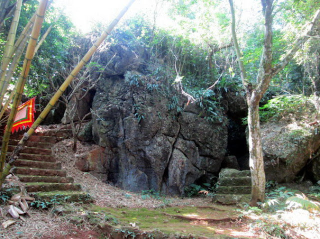 Tien Phi Cave: A Beautiful Landscape In Hoa Binh 1