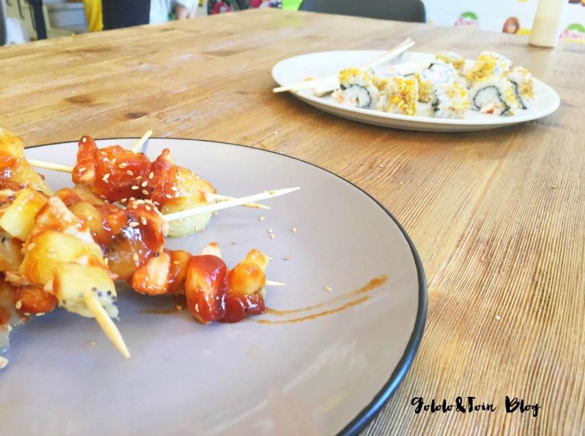 brochetas-pollo-uramaki-gambas-kiwi-amarillo-zespri-sungold-cocinar-con-niños