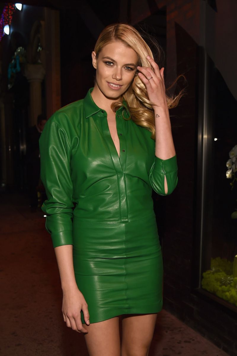 Hailey Clauson wearing a green leather dress - Photo Hailey Clauson 2016