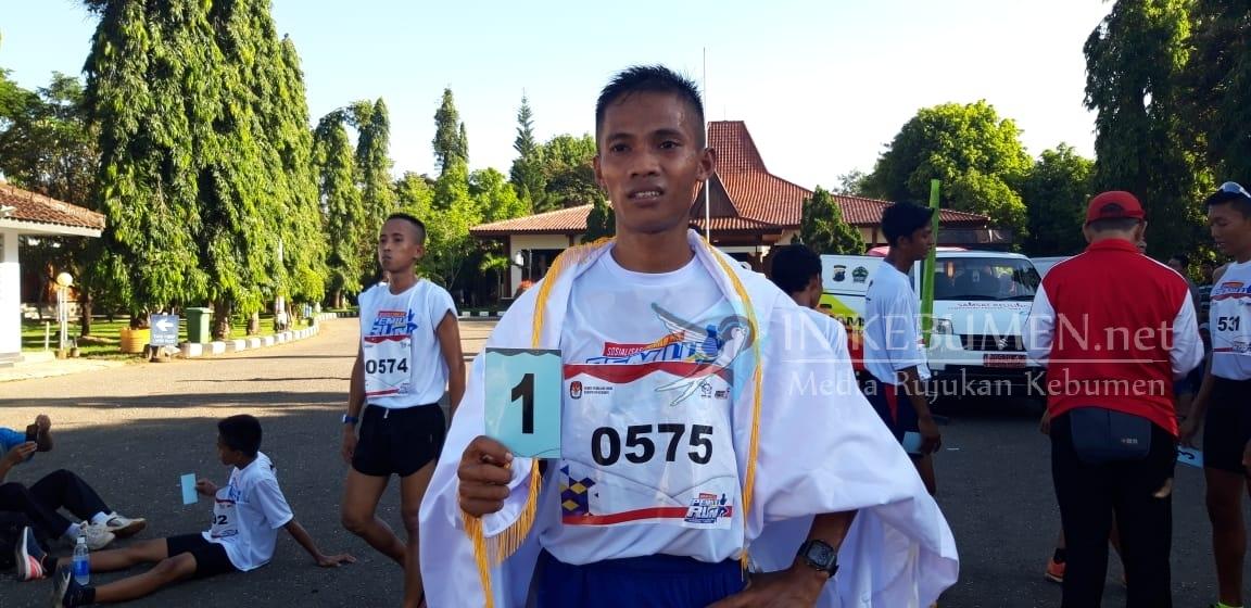 Prajurit Yonif 406 Purbalingga Menjadi Pelari Tercepat Pemilu Run di Kebumen