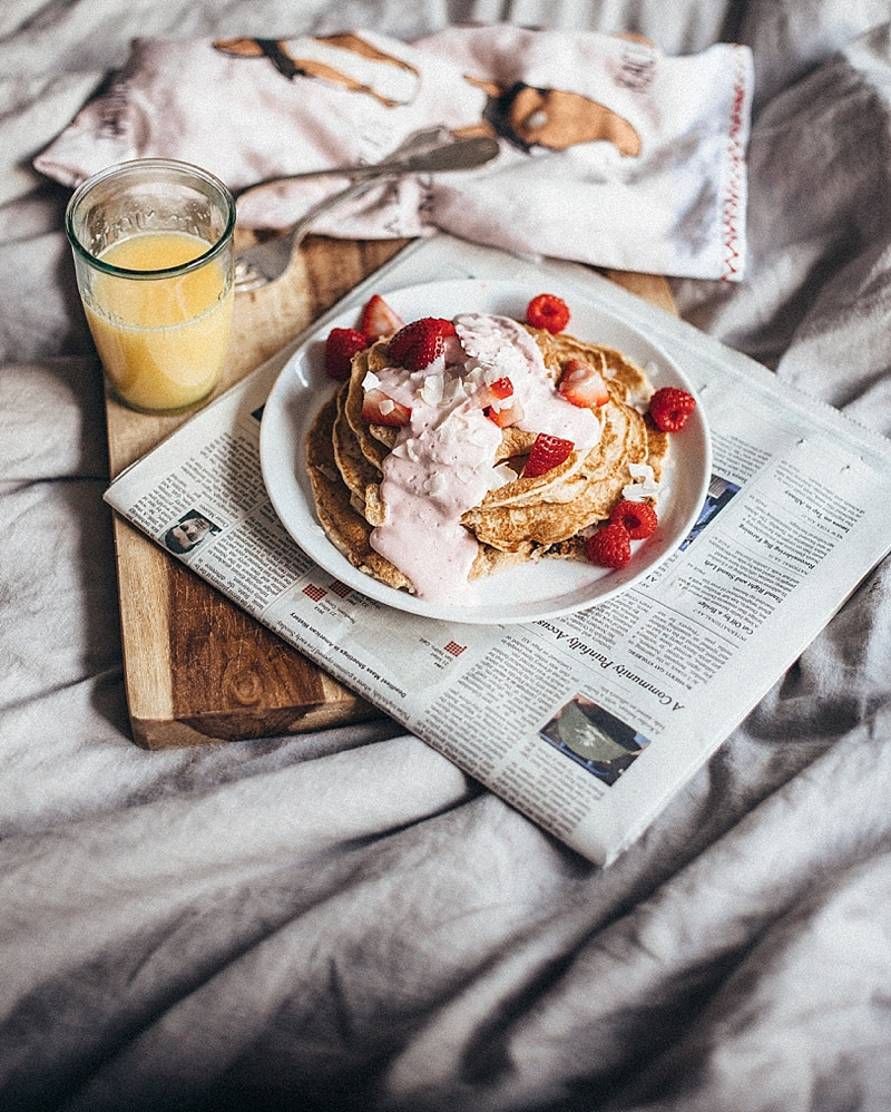 Strawberry coconut pancakes by tezza