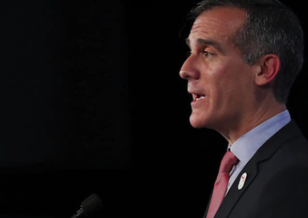 Los Angeles mayor headed to Iowa
