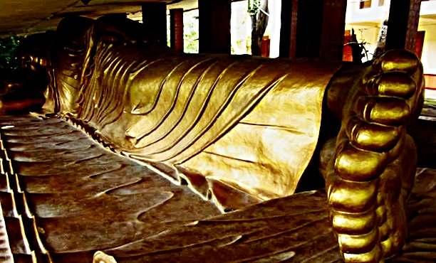 Patung Budha Tidur Terbesar di Vihra ratanavasa Arama Lasem