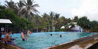 Kolam renang pemandian Pantai Taman Hadiwarno Pacitan