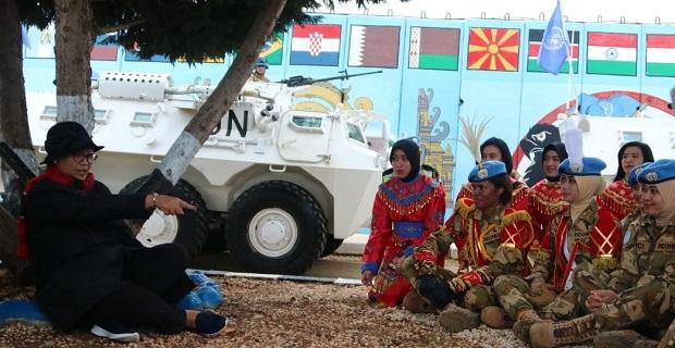 Wan TNI Suguhkan Tarian Daerah pada Menlu RI di Lebanon