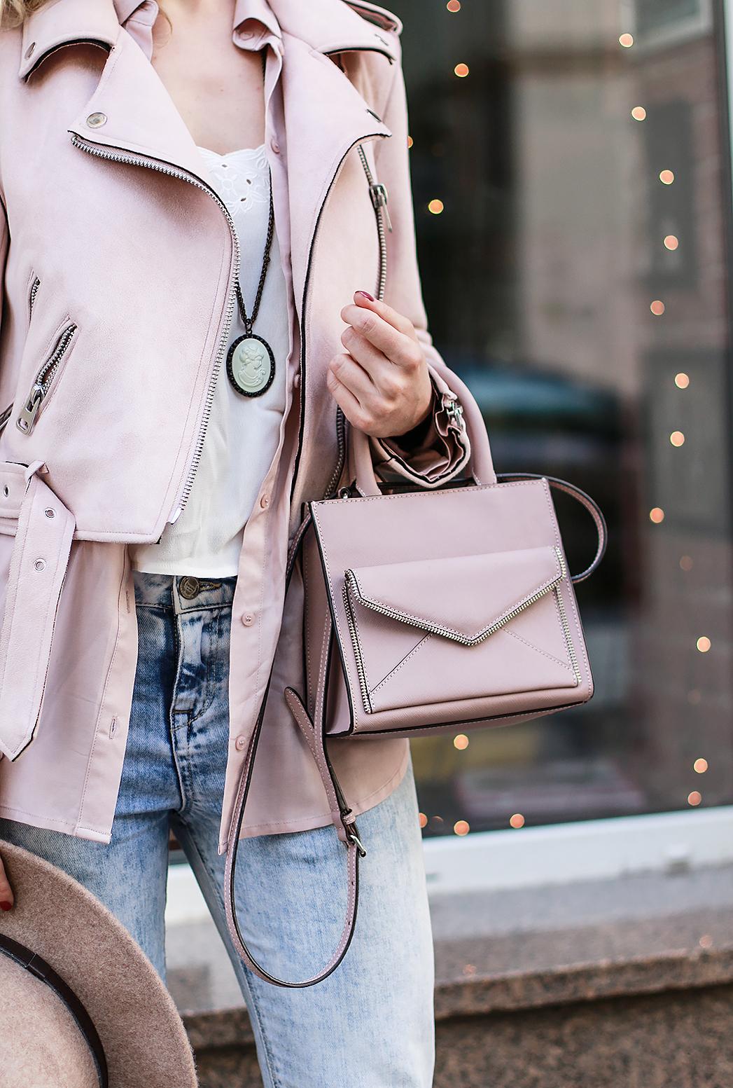 margarita_maslova_ritalifestyle_pink_pastel_look_romantic_summer_outfits_suede_pink_zara_Jacket_nude_heels_hat_jeans_boyfriend