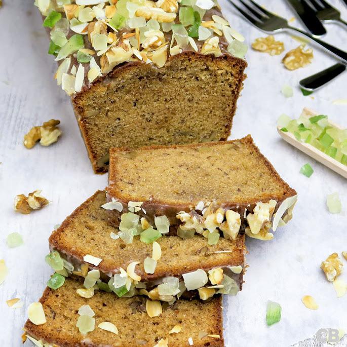 Goddelijke walnoten-kruidcake met honingglazuur en sukade