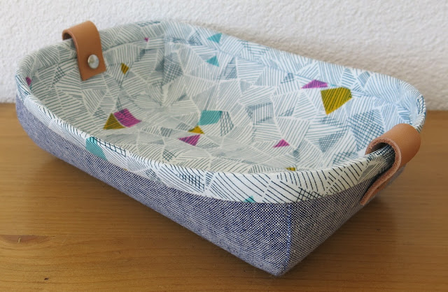 LunaLovequilts - Fabric Tray - Tutorial by Noodlehead