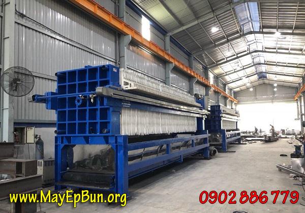 Máy ép bùn khung bản Việt Nam - Vĩnh Phát phiên bản tự động, tích hợp băng tải chuyển bánh bùn dễ thu gom