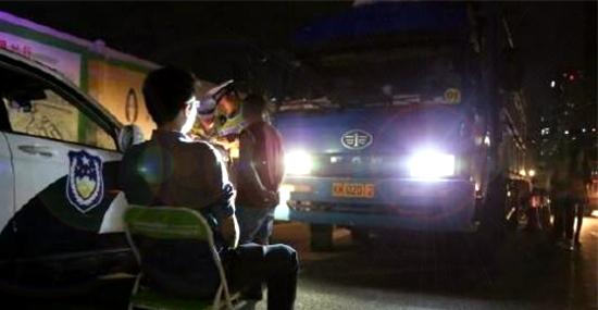 Punição bizarra - Motoristas multados por farol alto se dão mal na China!