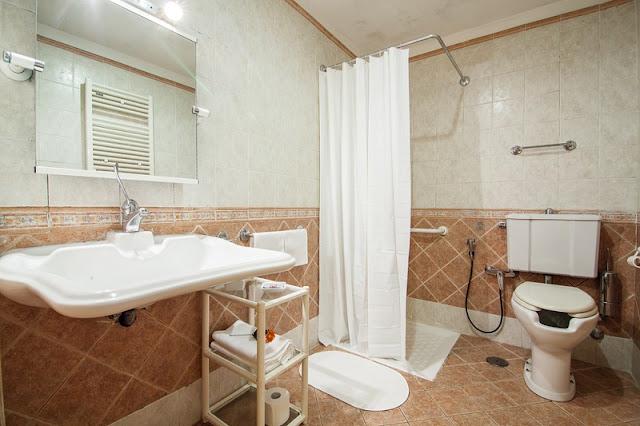 Banheiro adaptado no Hotel Pomezia em Roma