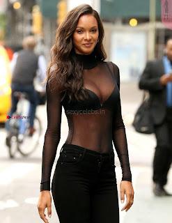 Lais-Ribeiro-Victorias-Secret-Offices-in-New-York-09+%7E+SexyCelebs.in+Exclusive.jpg