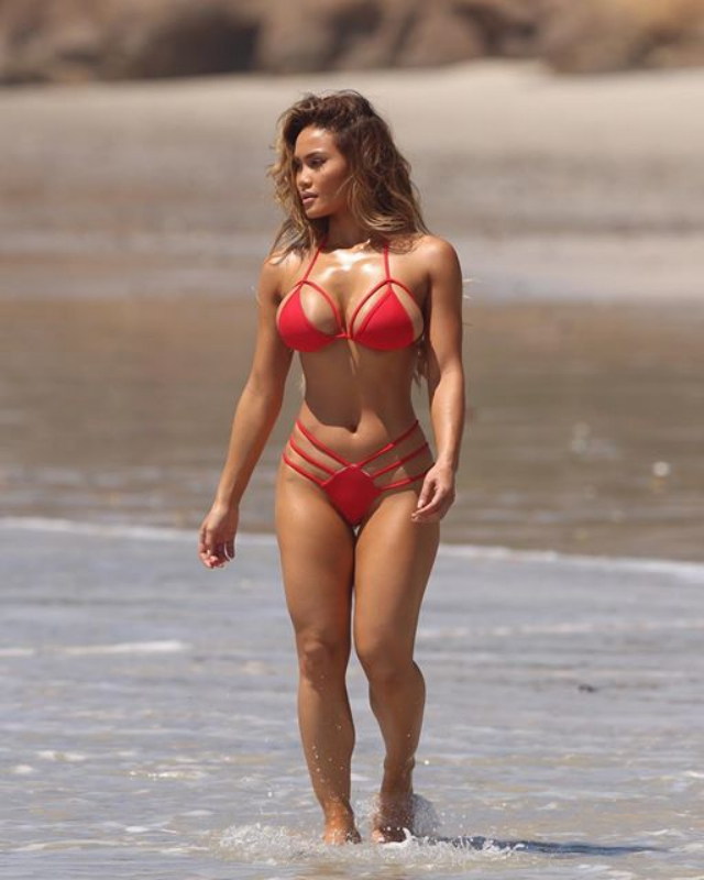 Fitness Model Daphne Joy in bikini