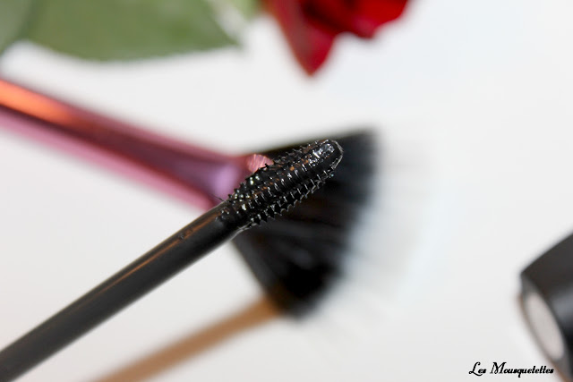 Brosse mascara Revlon Ultimate All-In-One - Blog beauté Les Mousquetettes ©