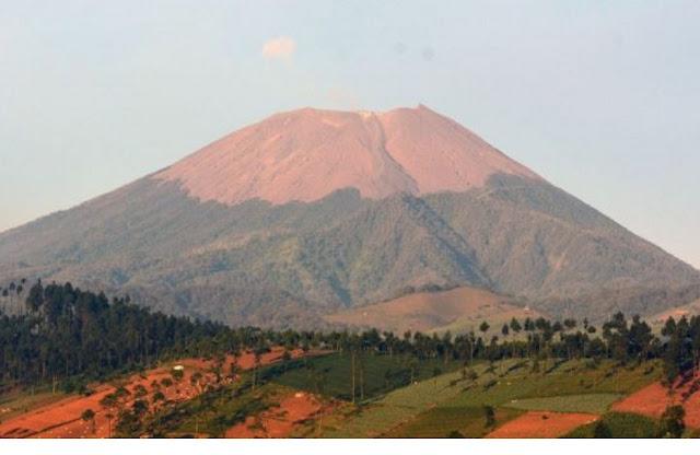 http://www.katasaya.net/2016/06/enam-gunung-tertinggi-di-indonesia.html