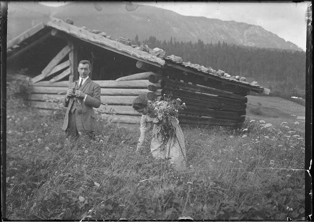Zwei Personen im Garmischer Umland - um 1910-1920