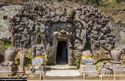 pintu masuk pura goa gajah Ubud Bali