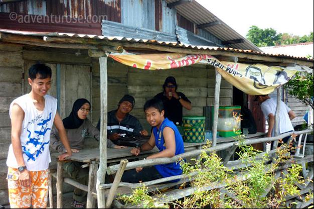 Masyarakat Pulau Air Raja, sumber adventurose.com