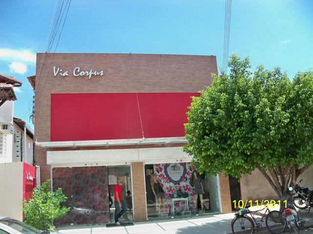 bdda94a20 ... interessadas nos jeans campomaiorenses. Campo Maior possui mais de 30  indústrias e produz mais de trinta mil peças por mês. Visite a capital da  moda.