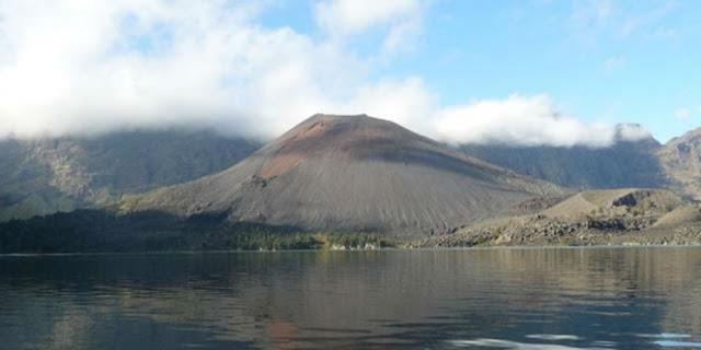 Anak Gunung Rinjani Meletus Dan Lontarkan Abu Vulkanik Setinggi 2 Km Ke Udara