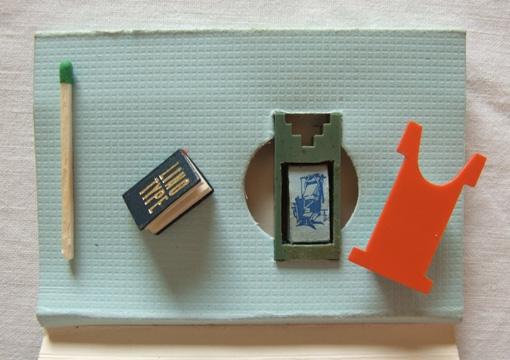 09-Jozsef-Tari-Private-Collection-of-5200-Miniature-Books-www-designstack-co