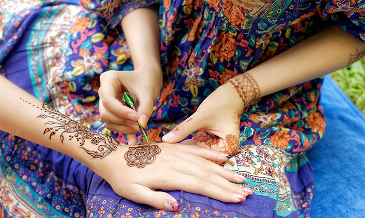 Simple Mehendi Design front Hand
