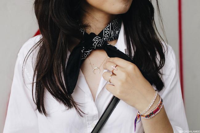 ファッションブロガー日本人、ミズホK、ユニクロ白シャツ、シーインブラックデニムショートパンツ、ザラスタッズフラットサンダル、ニューシックブラックバンダナ、シンプルシック リング、ネックレス、バングル、モノクロスタイル
