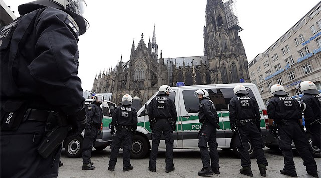 Cologne Plans Helicopters & Mounted Police To Prevent Mass Sex Assaults On New Year's Eve