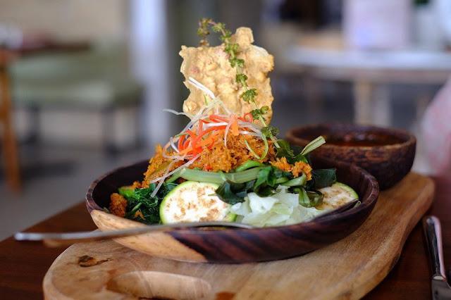 Serombotan adalah Makanan Khas Bali