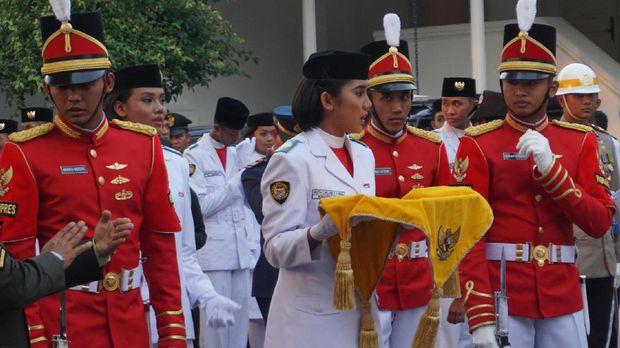 persiapan upacara penurunan bendera