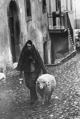 http://kvetchlandia.tumblr.com/post/156073921583/eve-arnold-the-vatican-rome-1967