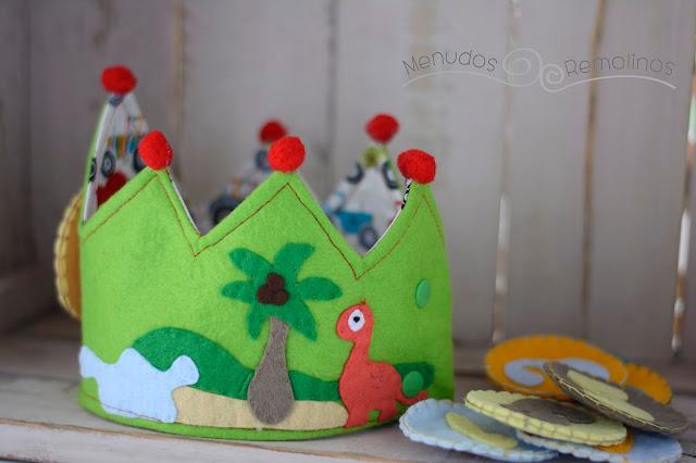 Reverso corona de cumpleaños dinosaurios