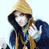 Grimes é líder de gang vampírica no clipe 'Kill V. Maim'