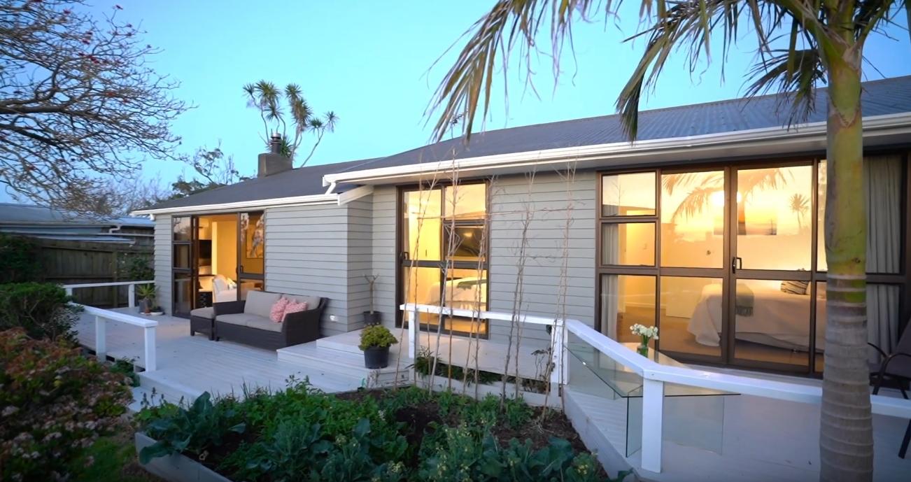9 Photos vs. 29 Matapana Road, Palm Beach, Auckland Home Interior Design Tour