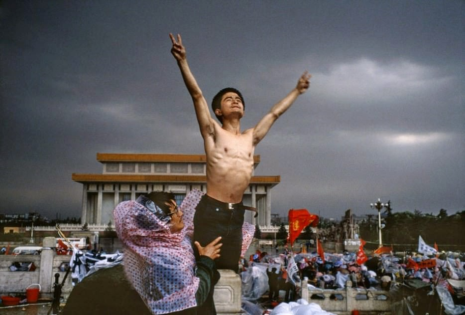 A man protests in Tiananmen Square, Beijing [1989]. - The 63 Most Powerful Photos Ever Taken That Perfectly Capture The Human Experience