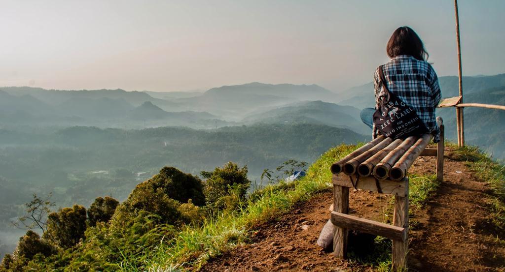 Melihat Keindahan Bukit Menoreh Dari Puncak Widosari Kulon